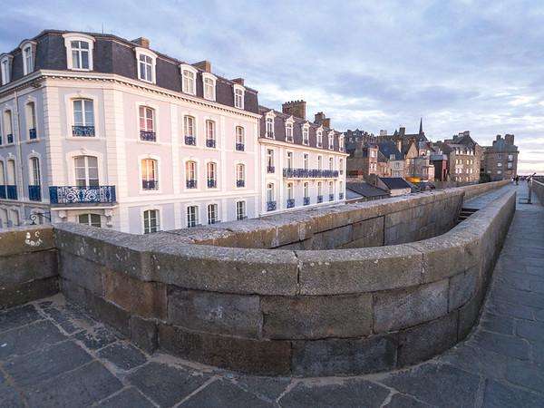 Saint-Malo, along the ramparts